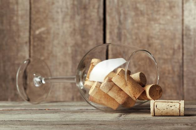 Weinglas mit korken nach innen Premium Fotos