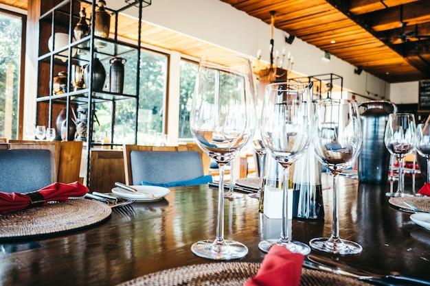 Weinglas und gedeck Kostenlose Fotos
