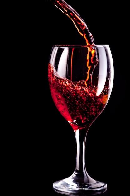 Weinglas wird gefüllt Premium Fotos