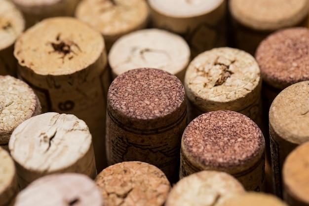 Weinkorken auf dem tisch Kostenlose Fotos