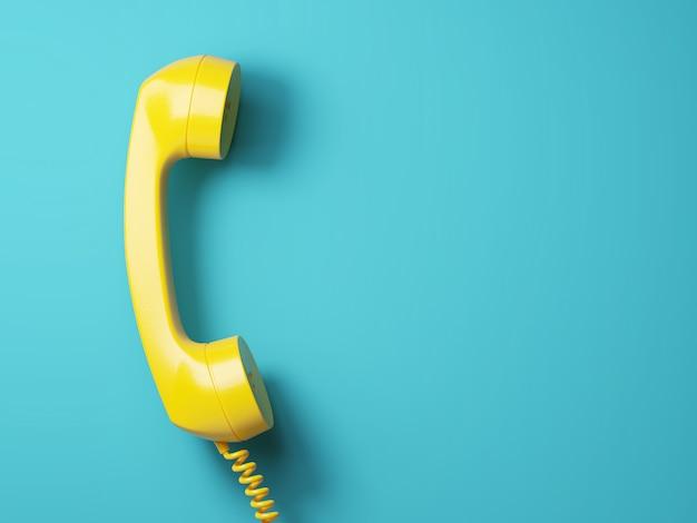 Weinlese gelbes telefon auf aquamarinhintergrund 3d Premium Fotos
