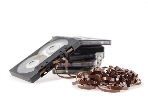 Weinleseaudiobandkassette auf weißem hintergrund Premium Fotos
