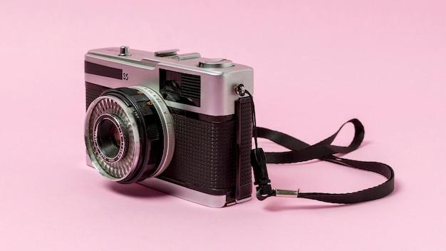 Weinlesekamera auf rosa hintergrund Kostenlose Fotos