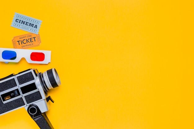 Weinlesevideokamera mit gläsern 3d und kinokarten Kostenlose Fotos