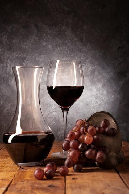 Weinprobe elemente auf einem tisch Kostenlose Fotos