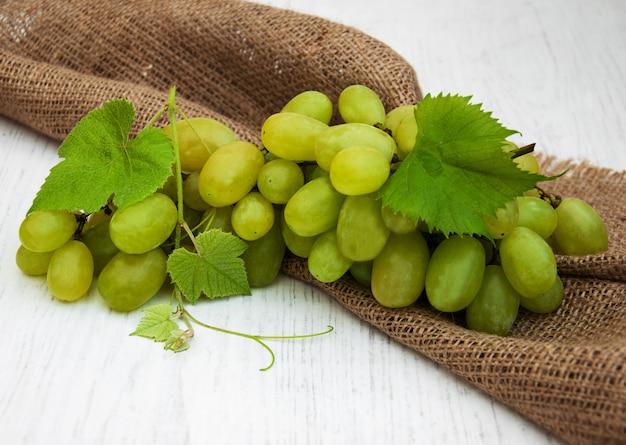 Weintraube mit blatt Premium Fotos