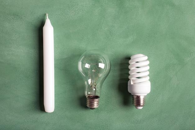 Weiße kerze und glühbirnen Premium Fotos