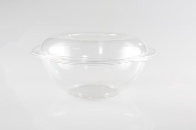 Weiße leere leere styropor-kunststoff-lebensmittelbehälter-behälterbox mit deckel, abdeckung isoliert Premium Fotos