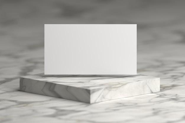 Weiße präsentationskarte, die über marmorsockelpodium fliegt. Premium Fotos