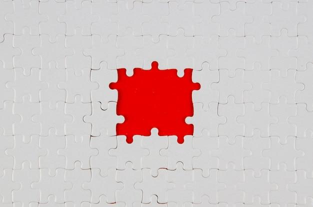 Weiße stücke der puzzlespielideenkonzept-ebenenlage Kostenlose Fotos