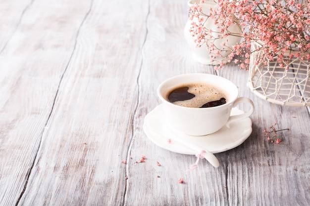Weiße tasse kaffee Premium Fotos