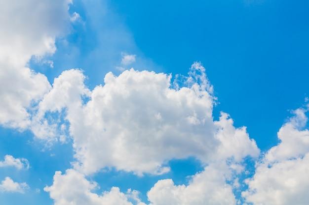Weiße wolken am blauen himmel | Download der kostenlosen Fotos