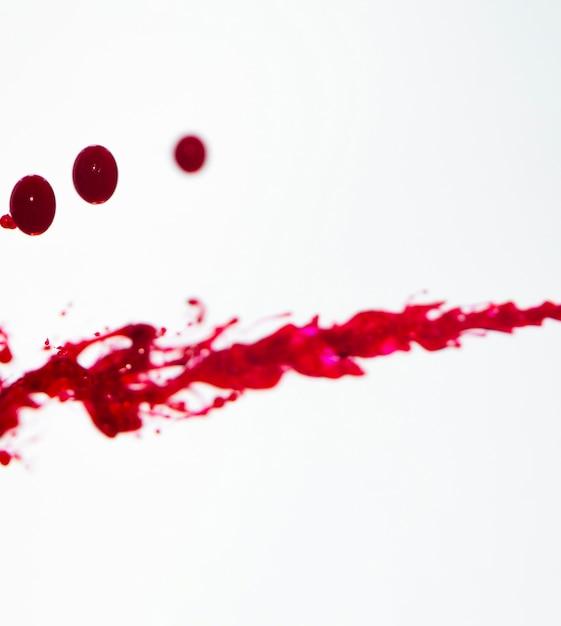 Weißer hintergrund mit roten linien und tropfen Kostenlose Fotos