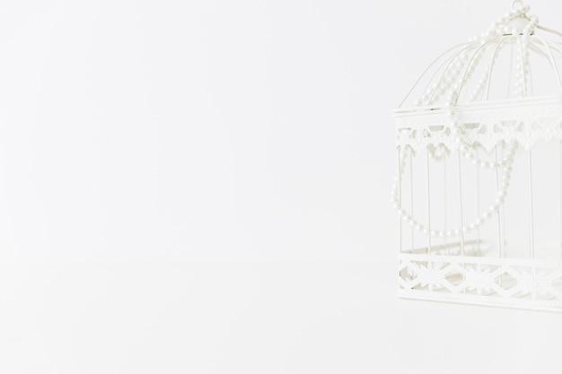 Weißer käfig mit perlen Kostenlose Fotos