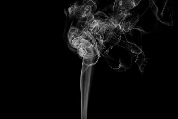 Weißer Rauch abstrakt auf schwarzem Hintergrund Kostenlose Fotos