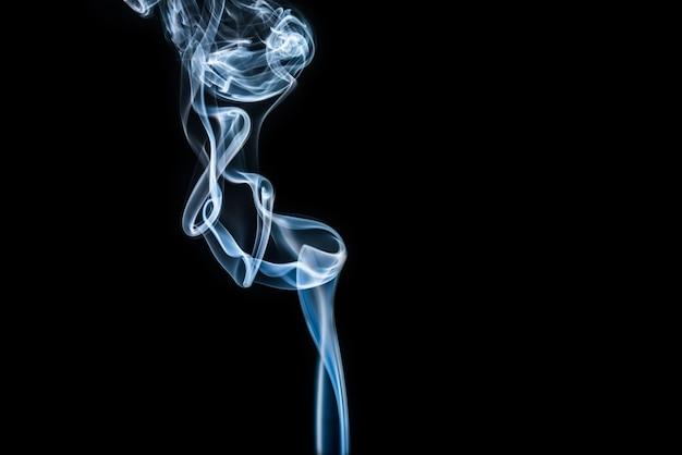 Weißer Rauch auf schwarzem Hintergrund Kostenlose Fotos
