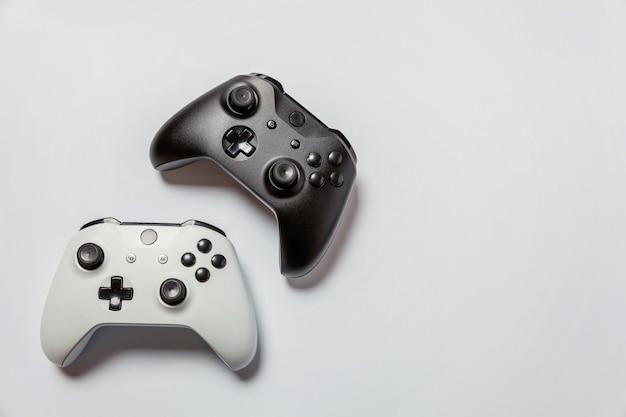 Weißer und schwarzer joystick Premium Fotos