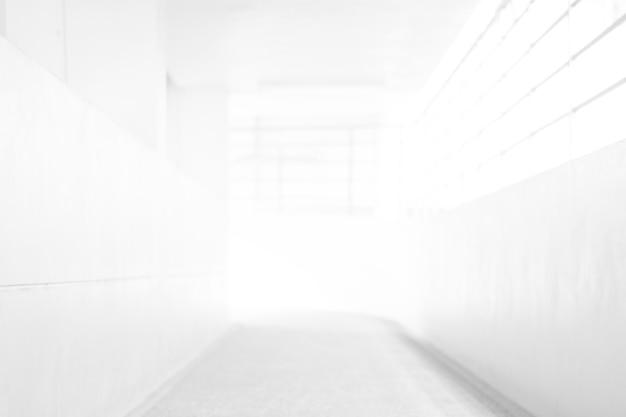Weißer unschärfen-zusammenfassungs-hintergrund von der gebäude-halle für korridorgebäudehintergrund Premium Fotos