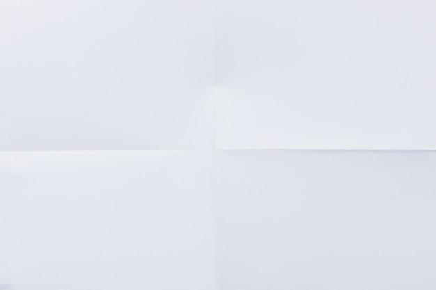 Weißes horizontal gefaltetes papier Premium Fotos