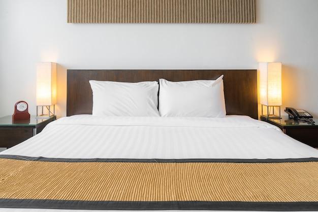 Weißes kissen schlafzimmer Premium Fotos