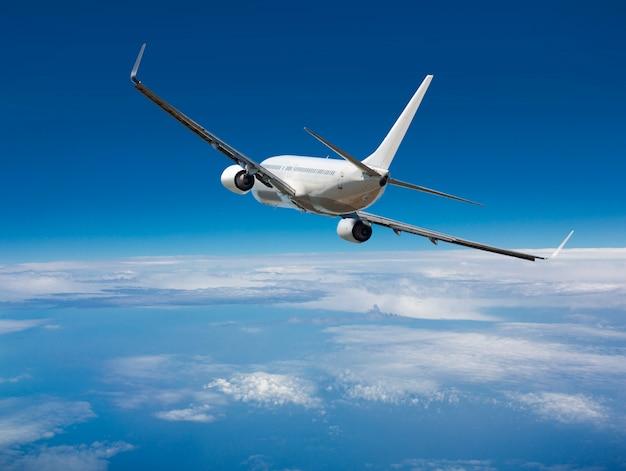 Weißes passagier-großraumflugzeug Premium Fotos
