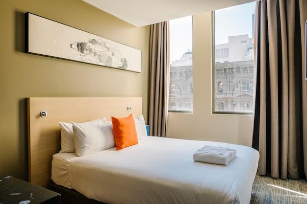 Weißes schlafzimmer im hotel Kostenlose Fotos