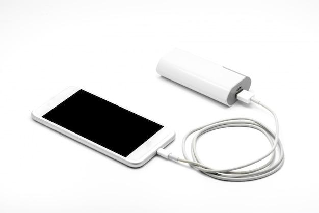 Weißes smartphone-ladegerät mit powerbank (batteriebank) Premium Fotos