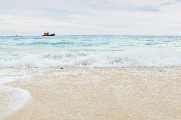 Wellen am strand Premium Fotos