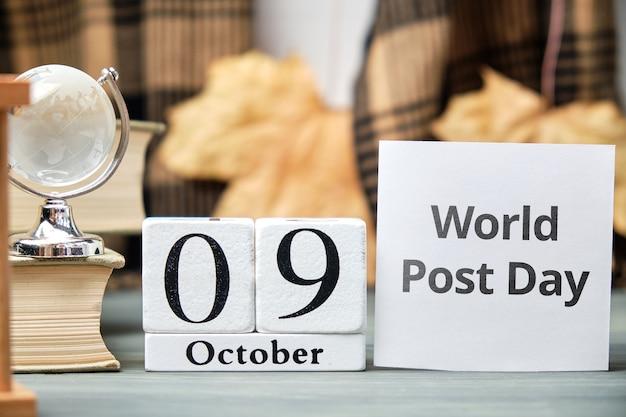 Weltposttag des herbstmonats kalender oktober. Premium Fotos