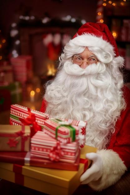 Wer möchte ein weihnachtsgeschenk bekommen? Kostenlose Fotos