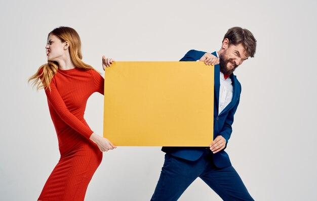 Werbemodell poster mann und frau Premium Fotos