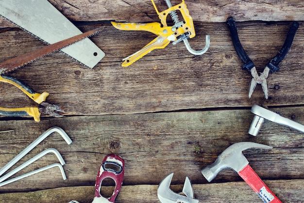 Werkzeuge auf dem holztisch Kostenlose Fotos