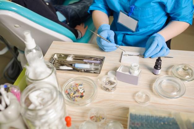 Werkzeuge für die endodontische behandlung Premium Fotos