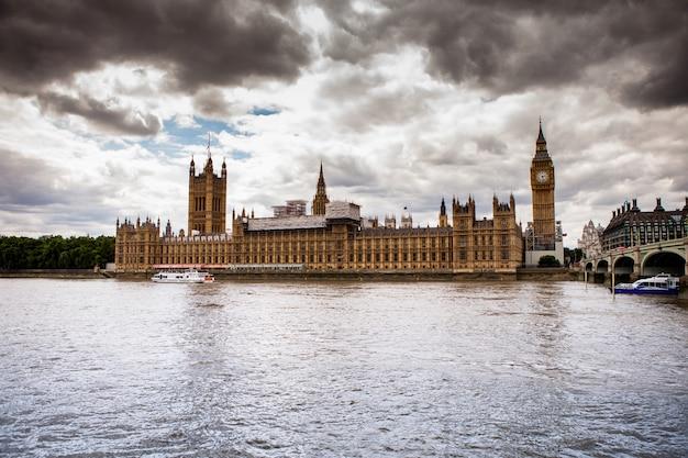 Westminster und themse in london, großbritannien Premium Fotos