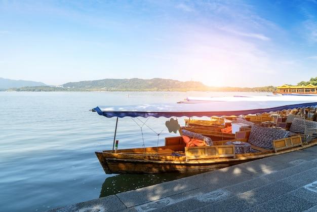 Westsee hangzhou kreuzfahrtschiff Premium Fotos