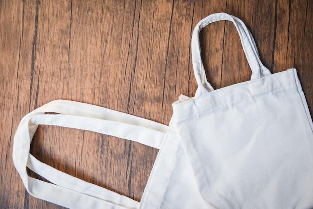 White tote canvas stoff öko tasche tuch einkaufssack null abfall verwenden sie weniger kunststoff Premium Fotos
