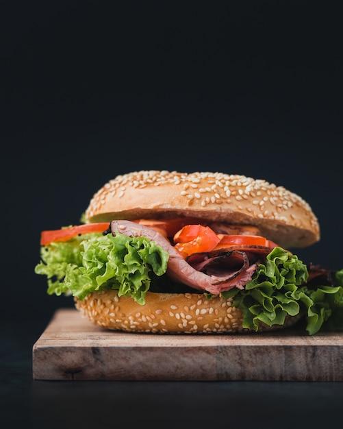 Wie man einen perfekten burger macht, foodporn foto ...