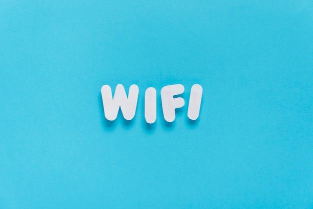 Wifi text formuliert mit normalem hintergrund Kostenlose Fotos