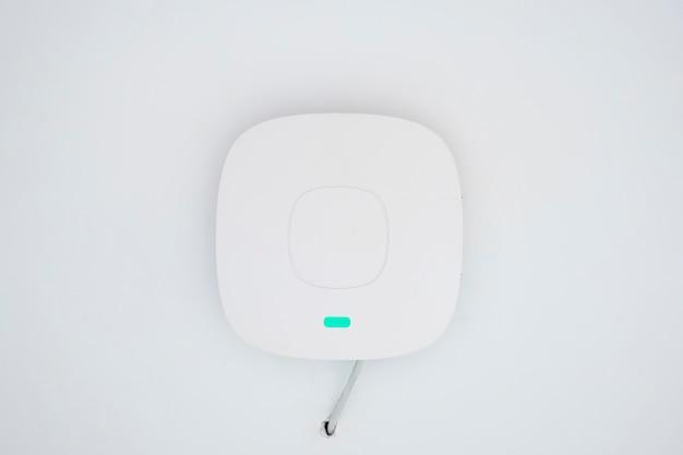 Wifi-zugangspunkt an der decke Premium Fotos