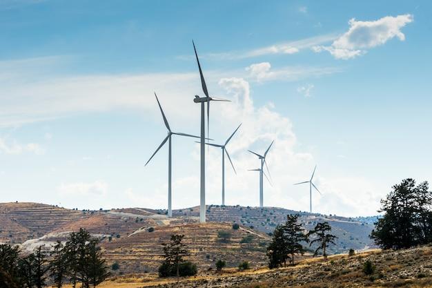 Windkraftanlagen zur stromerzeugung Premium Fotos