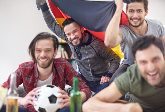 Wir sind sicher, dass die deutsche mannschaft diese meisterschaft gewinnen wird Kostenlose Fotos