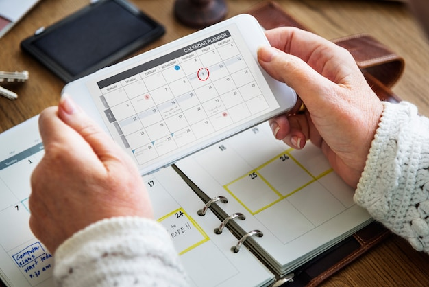 Wöchentliches planer-tagebuch organisieren, um listen-konzept zu tun Premium Fotos
