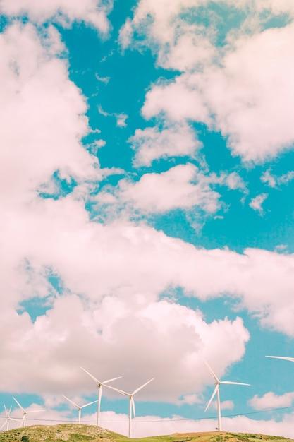 Wolken über dem feld Kostenlose Fotos
