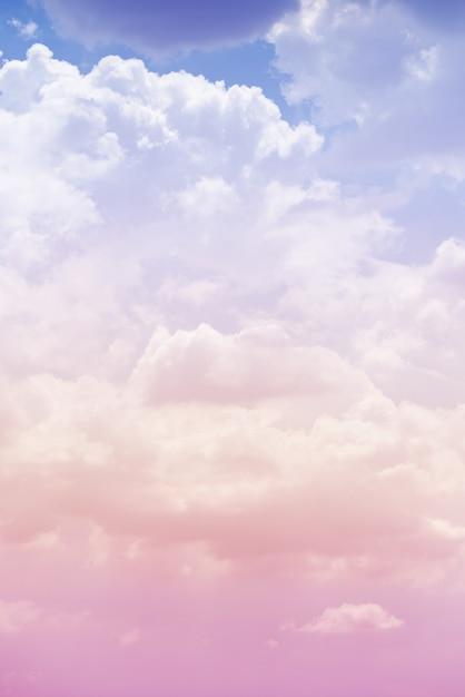 Wolkenhimmel mit einer rosa farbe Premium Fotos