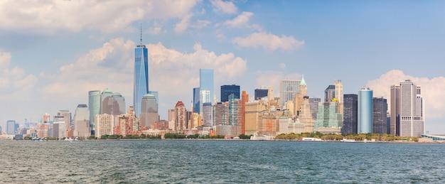 Wolkenkratzer in lower manhattan, new york Premium Fotos