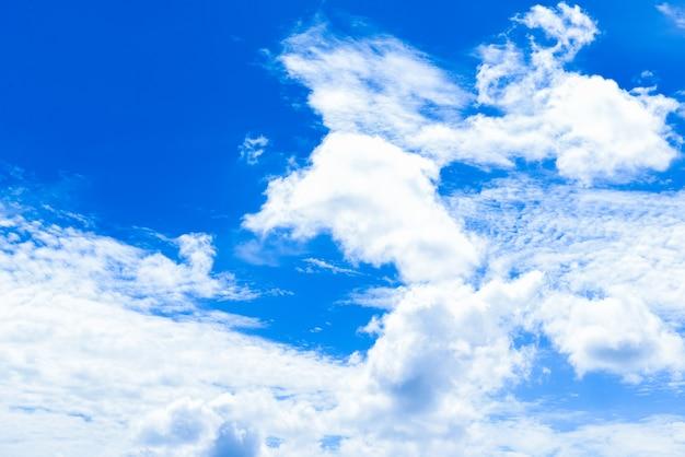 Wolkenlandschaften mit blauem himmel Premium Fotos