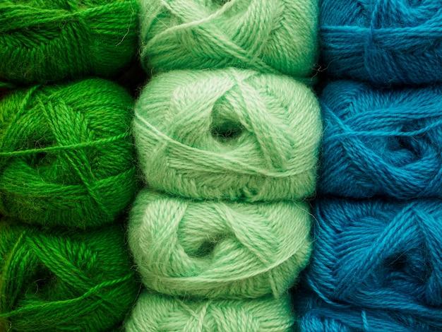 Wollknäuel zum häkeln. viel garn in verschiedenen farben Premium Fotos