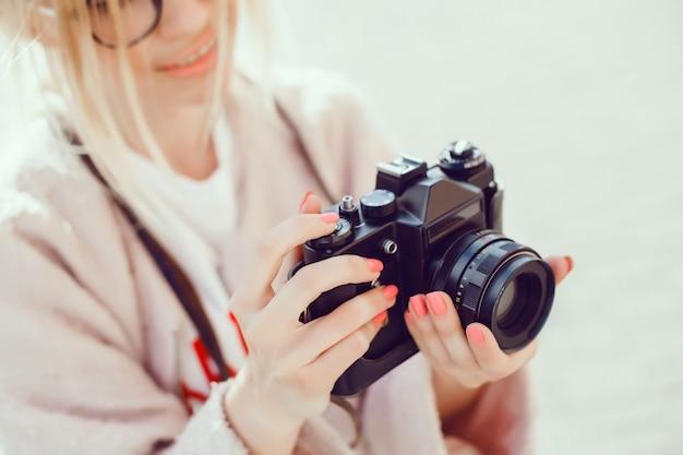 Woma-porträt mit kamera Kostenlose Fotos