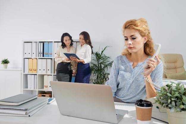 Working business lady Kostenlose Fotos