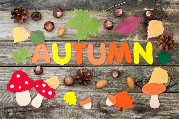 Wort herbst, blätter, pilze, eicheln aus filz Premium Fotos